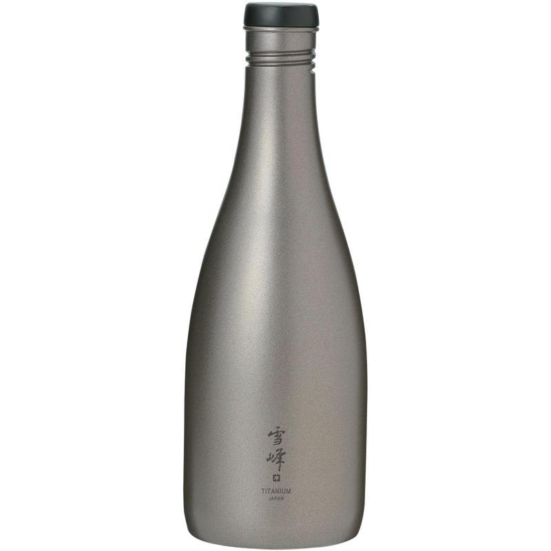 Bouteille à saké en titane